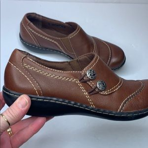 Clark's bendable brown leather size 7.5